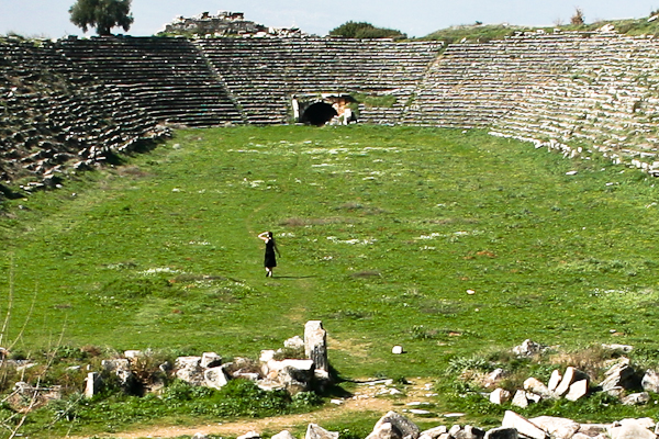Here's a crop of the last picture to show you I'm not joking. The place is huge. Like, it could seat 40-80,000 people-huge. By the way, they held gladiator games in this place. Men and beasts competed and died for ultimate glory and freedom, or maybe it was just base entertainment. Either way, it was pretty badass.