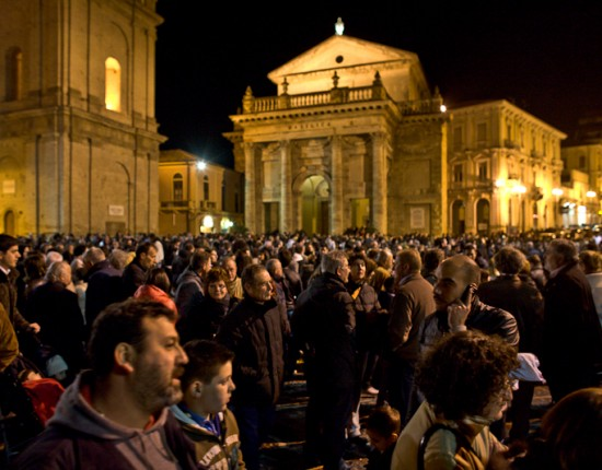 Following the procession, the main piazza was thronged with Liancanese visiting with each other.