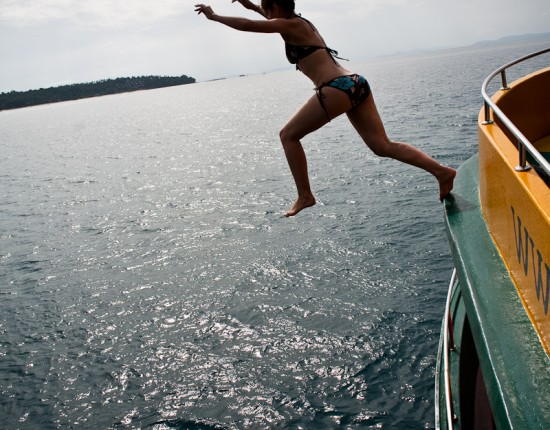 Laura takes the plunge, jumping bravely from the upper boat deck into the sea. The snorkelling around Ko Phi Phi was unreal. Better in fact than the diving we did on Ko Tao.